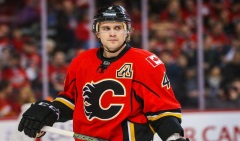 9034002-kris-russell-nhl-los-angeles-kings-calgary-flames-850x560